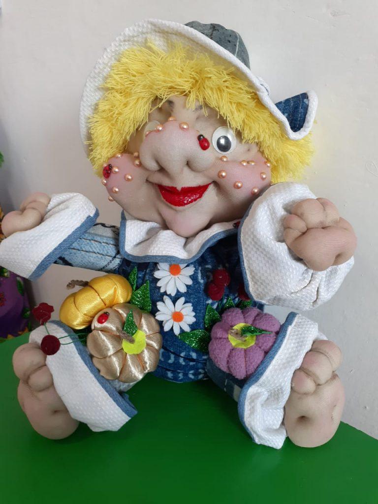 «Антошка, Антошка! Пошли копать картошку!» Скульптура. Обработка текстиля (чулочная техника).